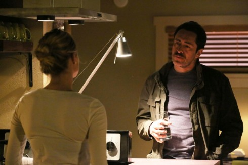 The Bridge - Episode 2.02 - Ghost of a Flea - Promotional Photo