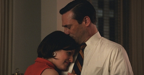 Elisabeth-Moss-and-Jon-Hamm-in-Mad-Men-Season-7-Episode-6